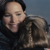 Watch: Katniss Everdeen returns from Victory Tour in 'Catching Fire' deleted scene