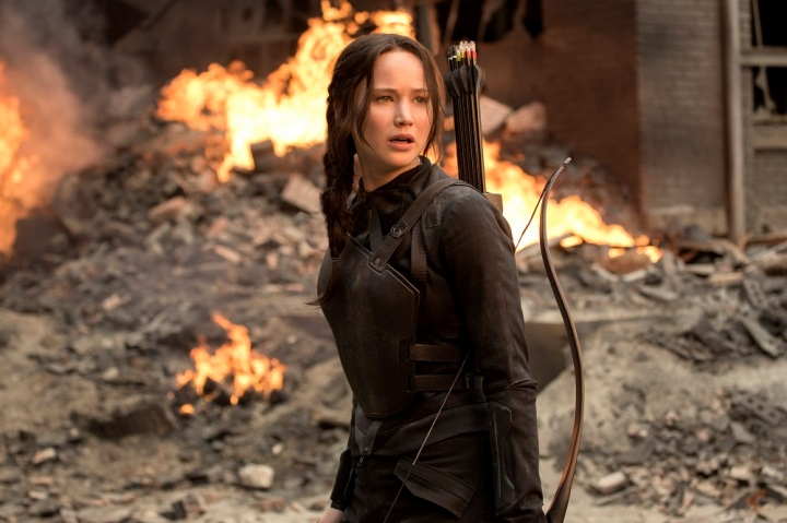 Katniss Everdeen filming propos at District 8 in 'Mockingjay Part 1'