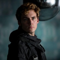Sam Claflin talks crucial Finnick Odair scene in 'Mockingjay: Part 2'